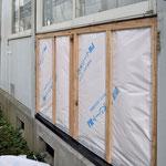 ⑥断熱材、防水透湿シート、胴縁の順に