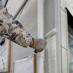 ⑨外壁を貼り隙間にコーキングを打ち、塗装へ。