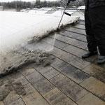 ①現況。残雪の高圧洗浄。
