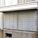 ②模様壁重ね貼り+窓下+フラワーボックスのボルト穴・・・悪条件が重なり腐食。