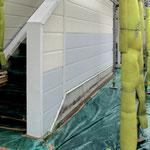 ⑤内部の木枠や外壁材を交換。