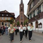 Mit Musik durchs Dorf