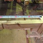 柱を貫通し、反対側の梁と組み合う車知栓継ぎ