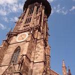 ●荘厳なゴシック様式の塔のある聖堂 (2015年9月現在修復中)