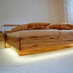 Bett aus Kuchenbaum