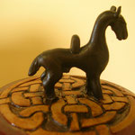 cheval stylisé symbol de force, énergie et noblesse
