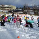 サンメドウズ清里スキー場雪合戦①「先生たちチームに勝ったよ!」