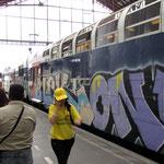 train entièrement tagué en gare de Lyon (juillet 2010) photo Bruno Cargnelli