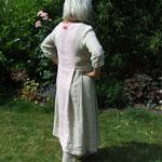 Rückseite Kleid mit Hose