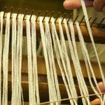 Fäden/ cm in den Reedekamm einlegen
