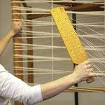 Kette scheeren mit Lesebrett, damit ist Länge, Breite und Dichte der Kette festgelegt