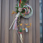 8,リューカデンドロ 高さ約70cm、幅約25cm ¥3000(SOLD) 寿松、しめ縄、リューカデンドロ、ツルウメモドキ、ガマズミ、稲穂、ヒカゲノカズラ