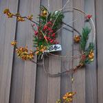2,迎春 シンプルな輪のお飾り 高さ約40cm、幅約30cm¥2000(SOLD) 五葉松、ツルウメモドキ、ヒカゲノカズラ、南天