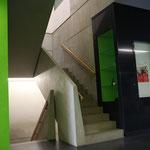 Treppe oder einen von sieben Aufzügen nutzen, alles zu 100% barrierefrei