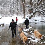 Karin geht auch im Winter durchs Wasser!