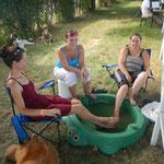 Fußbad im Hundeplanschbecken