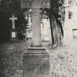 Grabkreuz von Tapezierer Johann Ludwig Pfeffer (1831-1896)