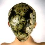 Natacha Lesueur, exemple d'une photographie avec des feuilles de chou de la série des Aspics, 80x80 cm, 1998 .