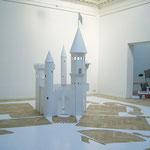 Grand château de papier, papier, 7x7x3.75 m, 2004.