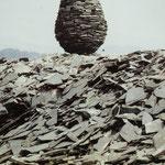 Goldsworthy Andy, Piles d'ardoises craquaient en s'alourdissant, Little Langdale, Columbria, juillet 1986..