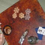 漆塗り作業 漆は5回以上塗り重ねております。