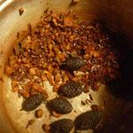 草木染料 ウコン ヤシャブシ スオウ  煮出した後