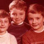 Avec ma Soeur Nathalie et mon Frère Alain une belle trilogie... on est en 1977
