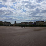 Am Place Bellecour sind wir am größten, innerstädtischen Platz dieser Welt angelangt