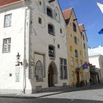 Beeindruckende Gilde-Häuser der Hansezeit säumen die mittelalterlichen Gassen