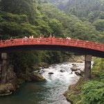 Die Shin-Kyo-Bashi - wohl eine der am meisten fotografierten Brücken in Nikko