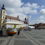 Der zentrale Hauptplatz von Sibiu - hier finden im Sommer zahlreiche Veranstaltungen statt