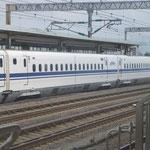 Kontrastprogramm: weiter geht es jetzt mit dem Hochgeschwindigkeitszug Shinkansen