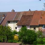 ... wo einige Häuser noch auf den Resten der ehemaligen Stadtmauer stehen.
