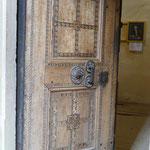 Hinter dieser Tür birgt sich ein Geheimnis. Sie ist mit einem komplizierten Schloss-System ausgestattet, welches u.a. auf der Weltausstellung in Paris zu sehen war.
