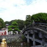 In Kamakura steht noch der Besuch des Shinto-Schreins Tsurugaoka Hachiman-gu auf dem Programm