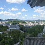 Eine schöne Aussicht auf die Stadt Himeji und die Ausmaße der Burganlage gibt es vom Inneren der Hauptburg