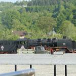 """Auf dem Gelände der Waldbahn wird auch noch """"richtig"""" gearbeitet und Holzstämme transportiert"""