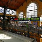 Die Markthalle von Budapest in ihrem imposanten Gebäude ist die größte Europas