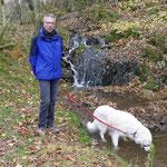 Durst löschen am kleinen Wasserfall