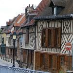 Alte Fachwerkhäuser im typischen Baustil der Region sind ebenfalls zu finden