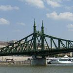 Die grüne Freiheitsbrücke - eine der insgesamt 8 Budapester Brücken über die Donau