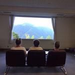 Die Fernsicht genießen im Inneren des Museums