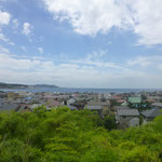 Immer wieder schöne Ausblicke auf das Strandleben in der Bucht vor Kamakura
