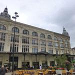 Kaufhaus am zentralen Platz