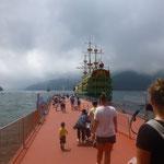 Hier erwartet uns ein Piratenschiff