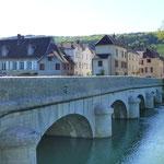 Die Brücke über das Flüsschen Loue - eines der schönsten Flusstäler Frankreichs