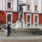 Das Wahrzeichen der Stadt - der Brunnen mit dem küssenden Paar