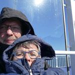 Warm eingemummelt lässt es sich auch an Deck aushalten. Leider keine Südsee-Kreuzfahrt