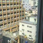 Blick aus unserem Hotelzimmer. Nicht wirklich toll, aber dafür mitten im Zentrum.