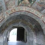 Die Fresken im Eingangsbereich sind schon mal beeindruckend